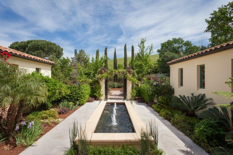 jardines mediterráneos-fuente-estilo-moderno