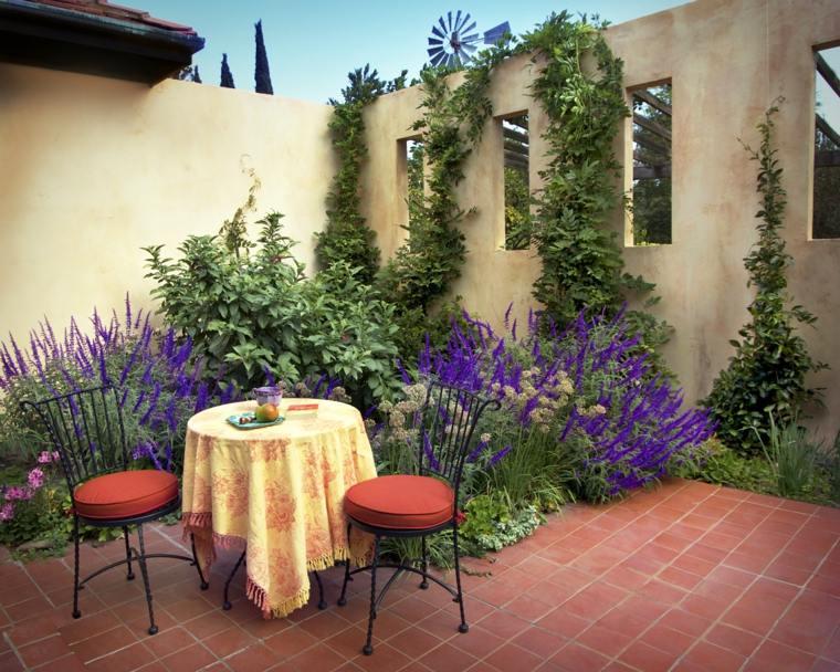 jardines mediterráneos-plantas-mesa-sillas-acero