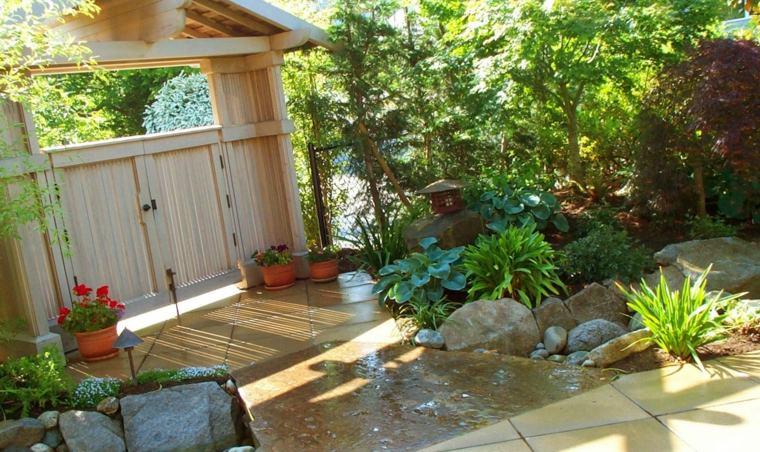 jardines pequeños ideas entrada-madera-colores
