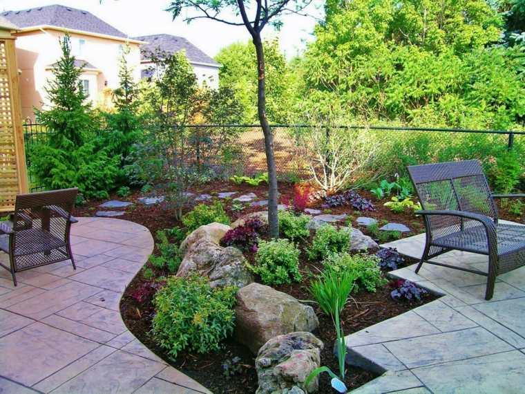 jardines-pequeños-ideas-rocas-sillas-interiores-casas
