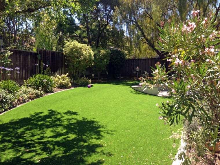 jardines pequeños con cesped artificial decorar