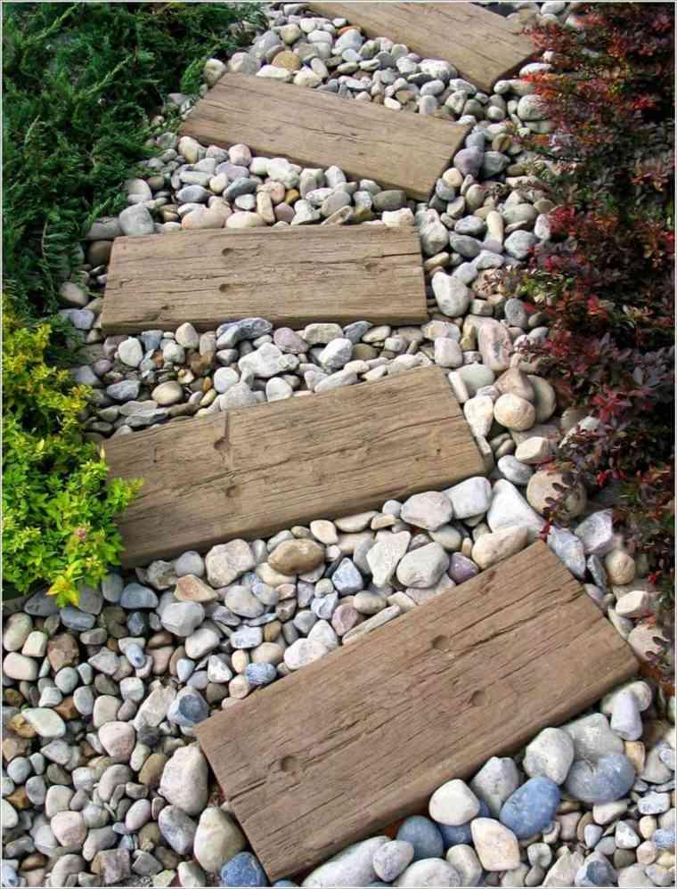 jardines piedras madera-escalones-plantas-laterales-mezclando