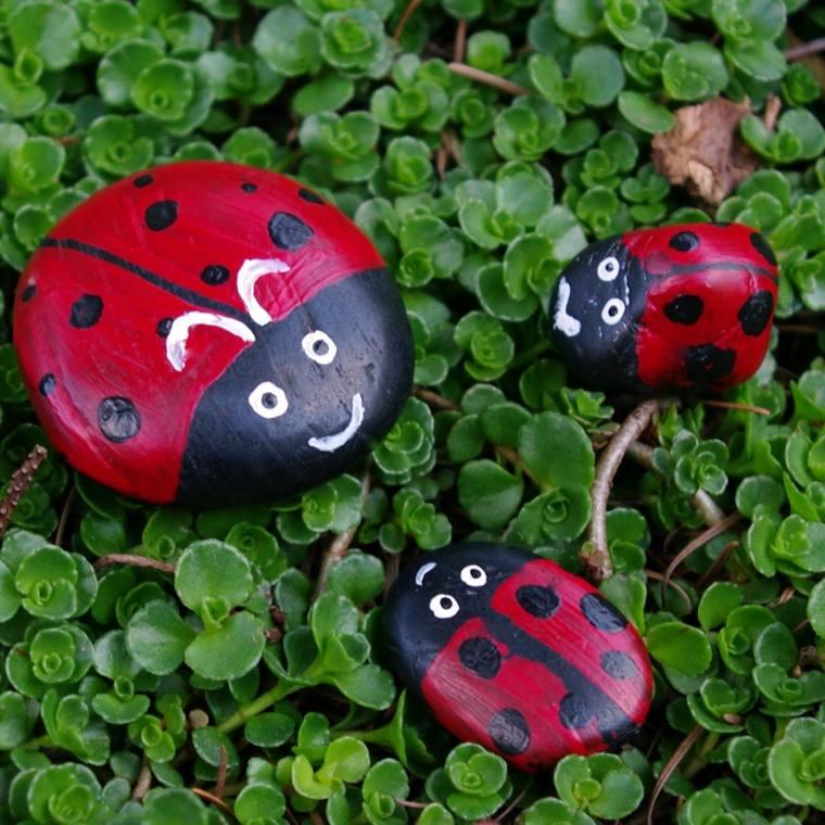 jardines-piedras-manualidads-mariquitas-rojas-materiales