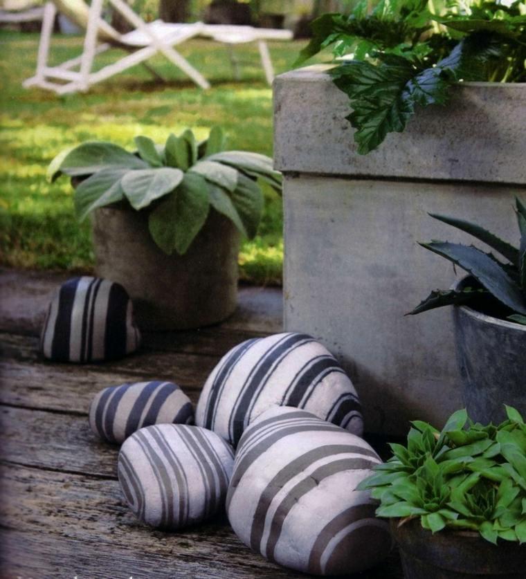 jardines-piedras-pintadas-figuras-estilos-color-elegantes