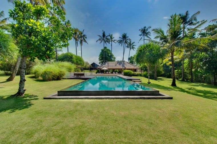 jardines-piscinas-samadhana-villa-abierto-cesped