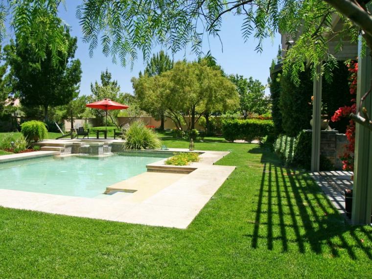 jardines-piscinas-zonas-separadas-verdes-sillones
