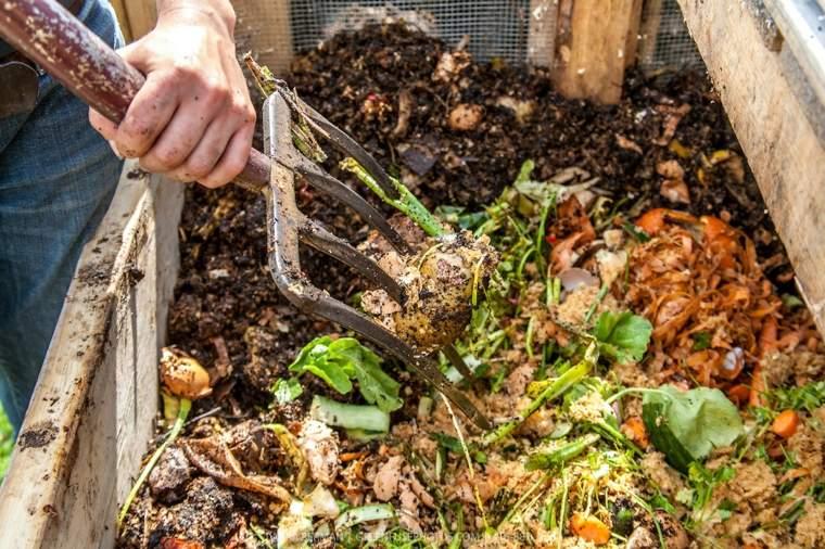 mantenimiento-de-jardines-frutas-huertos-compost-mezcla