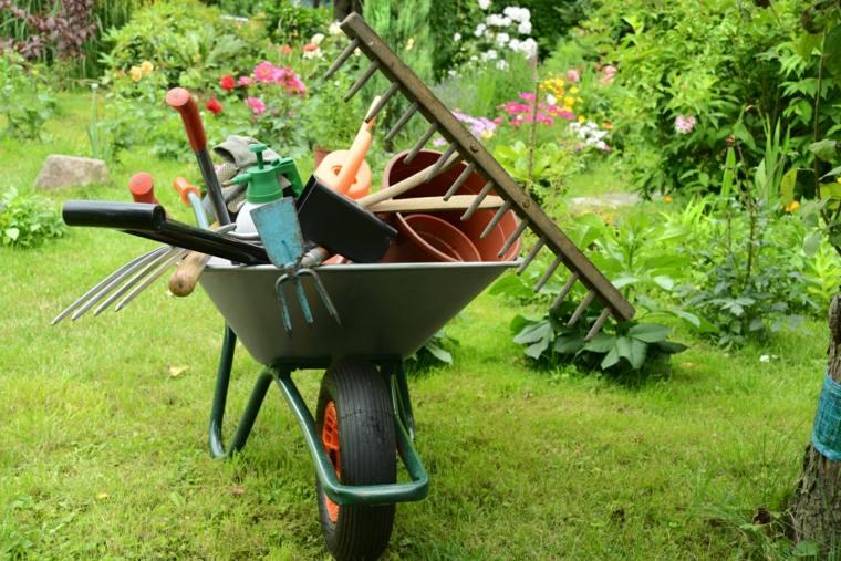 mantenimiento de jardines herramientas-necesarioas-materiales