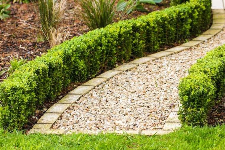 mantenimiento-de-jardines-senderos-hierbas-rocas-ideas