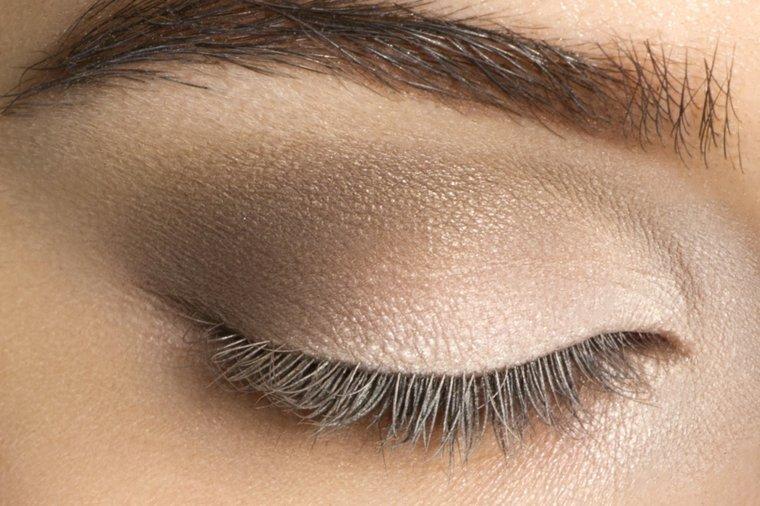 Maquillaje De Día Para Los Ojos Para Una Imagen Natural