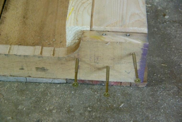 mesa de madera interesante pales reciclados