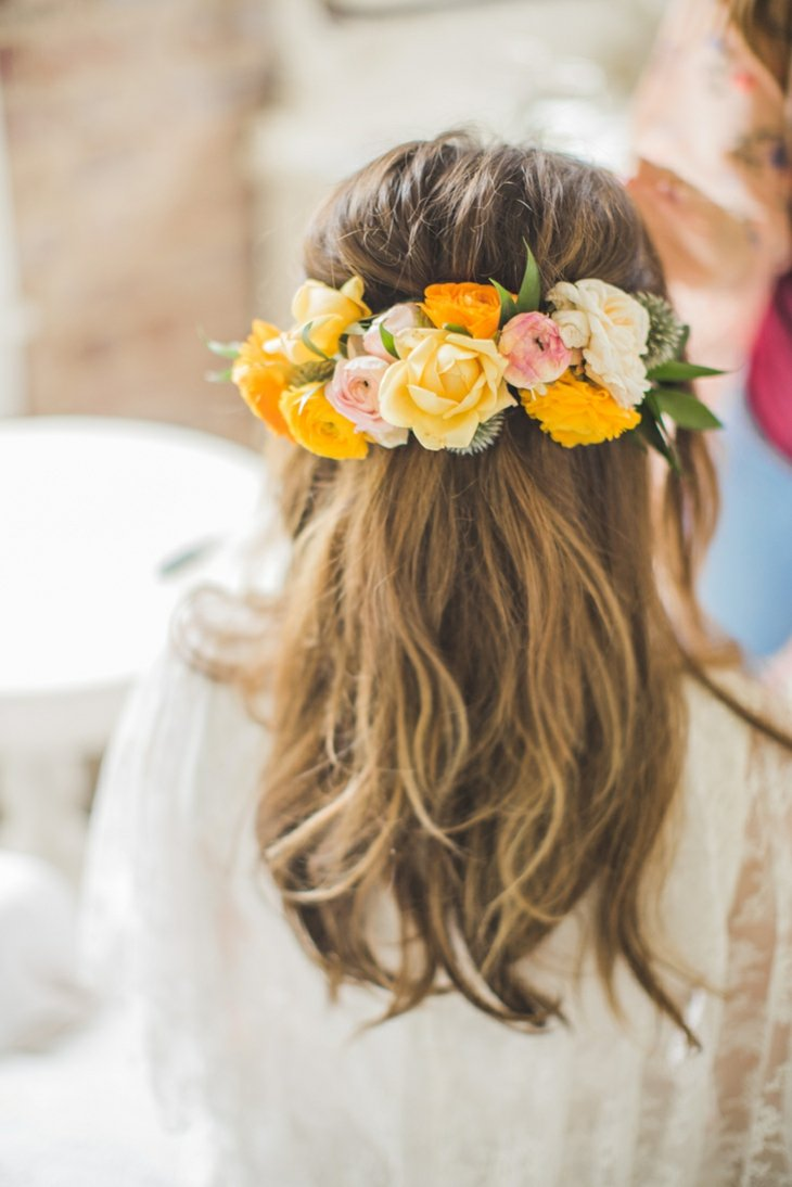 peinados para bodas flores frescas pelo semirecogido ideas