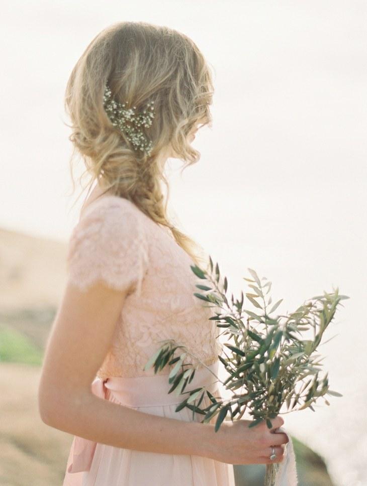 pelo trenza lado detalle flores peinado boda ideas