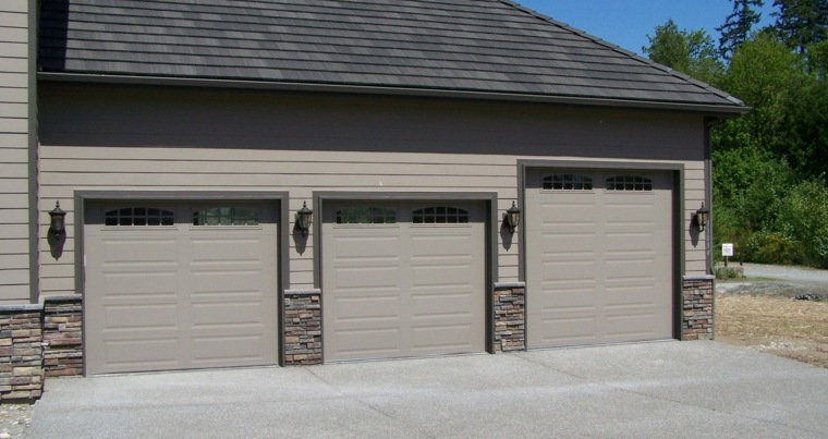 Puertas de garaje modernas y funcionales para la casa for Casas en garajes