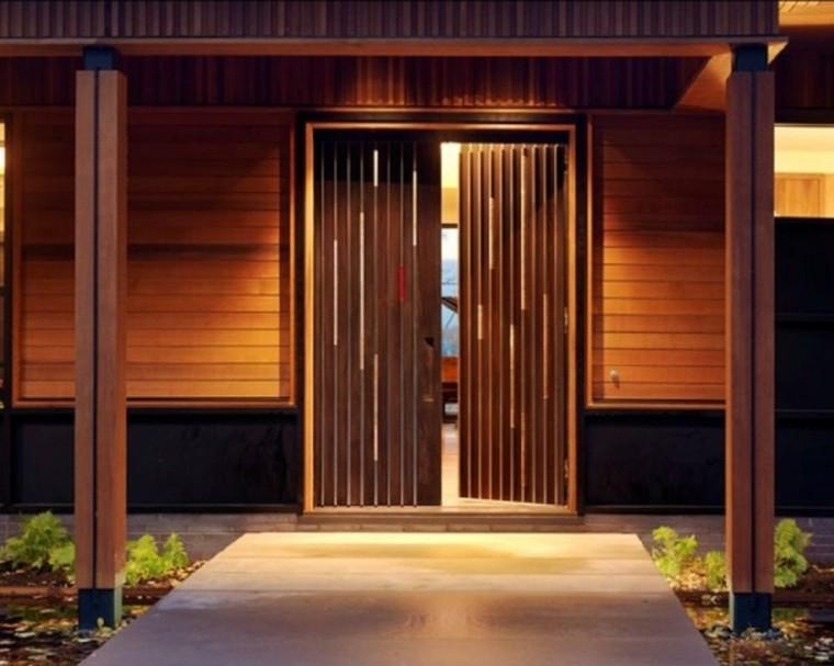 Puertas de madera para el interior y para la entrada de casa for Puertas de entrada de casas modernas
