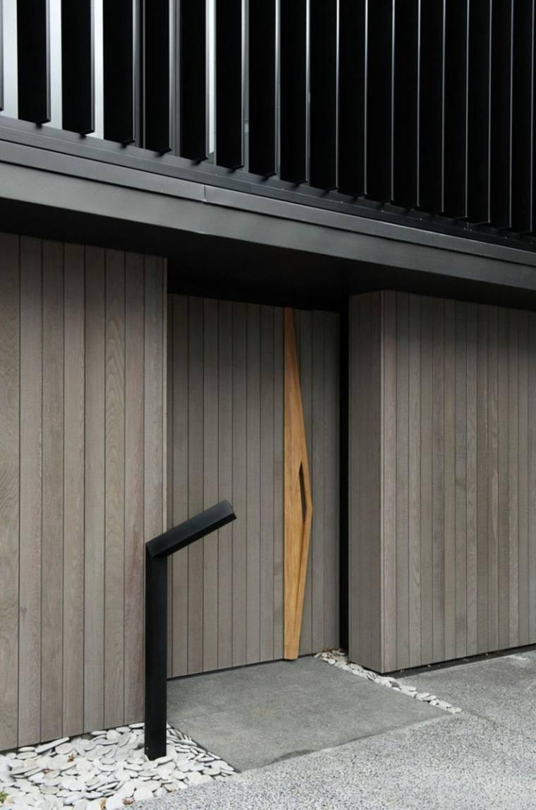 Puertas de madera para el interior y para la entrada de casa for Puertas entrada exterior