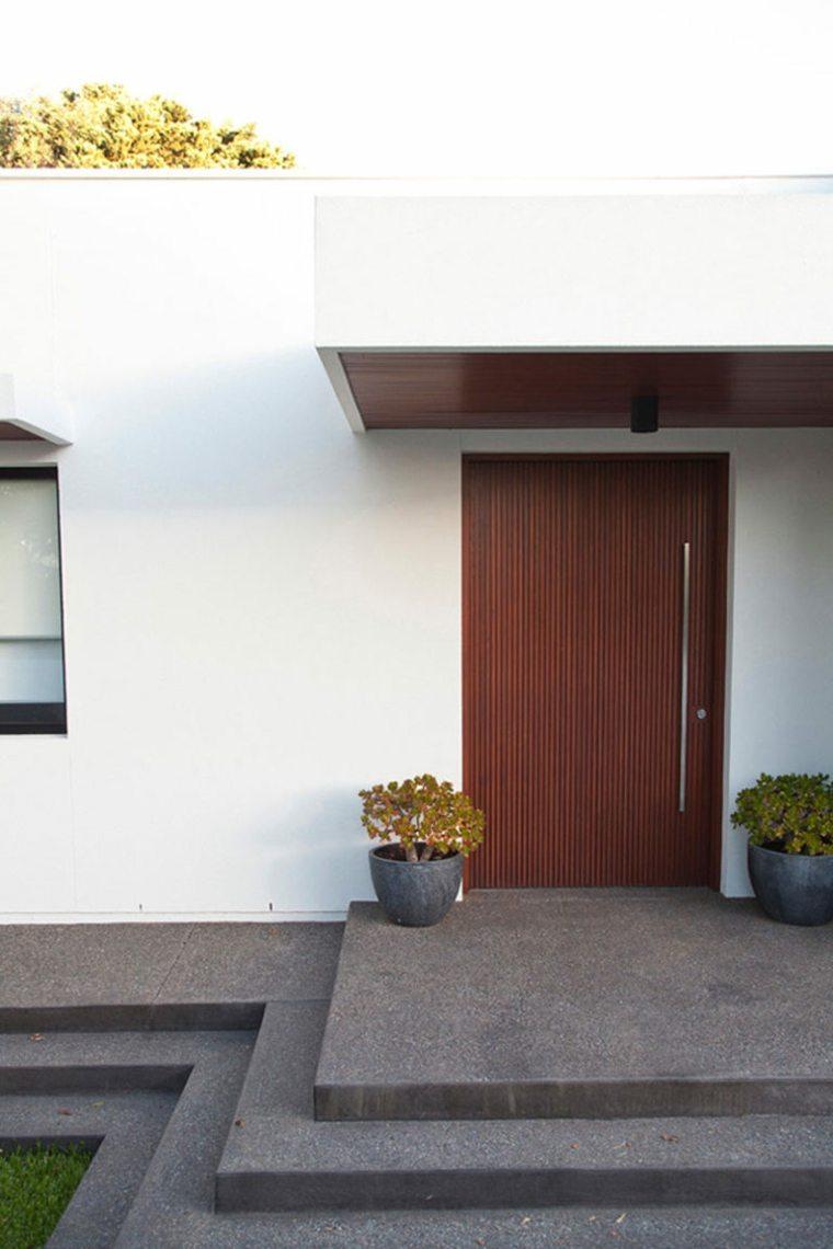Puertas de madera para el interior y para la entrada de casa for Maderas para puertas de interior