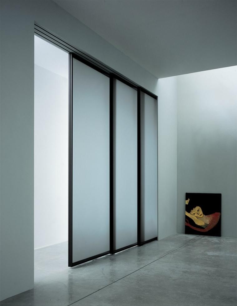 Puertas correderas de cristal para interiores con clase for Disenos de puertas para casas modernas
