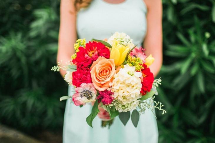 rojo amarillo vibrante anemona ramo novia ideas