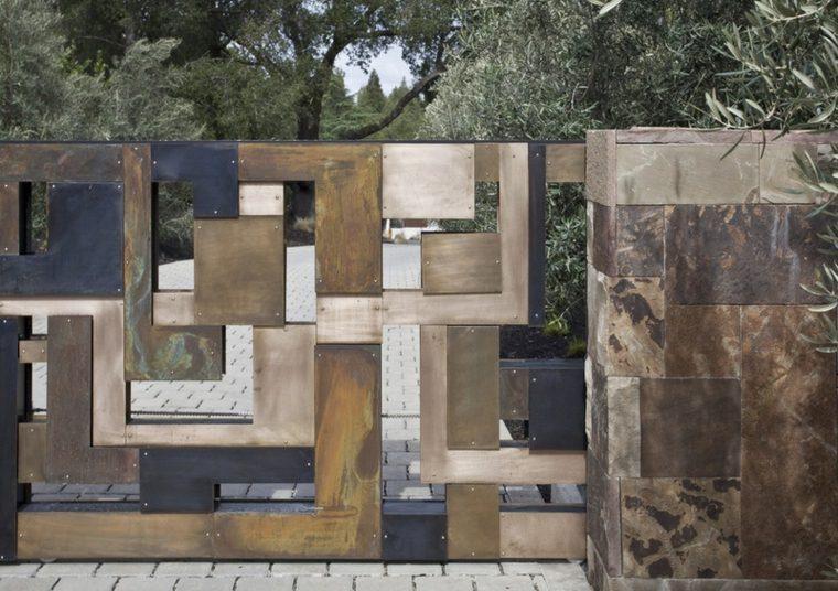 vallas diseños geometricas conlores claros acceso casas