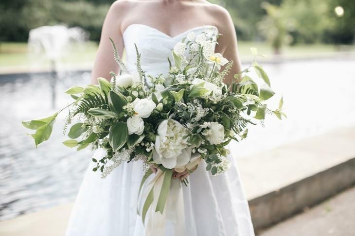 verde blanco ramo novia natural peonias ideas