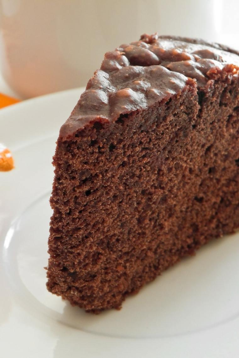 bizcocho de chocolate almendras-cubiertas-casa