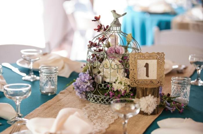 boda-centro-ambiente-vintage-rosas-blancas-purpuras-tulipanes-blancos
