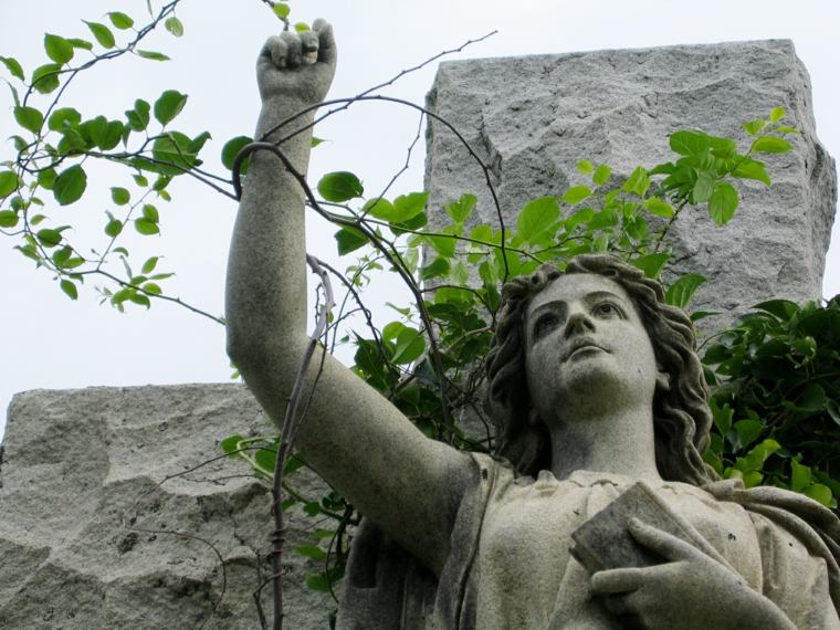 estátuas jardín