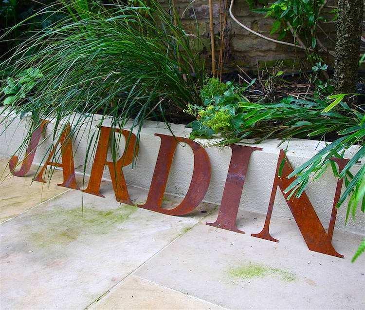 jardines acero corten letras-patio-musicales-listones