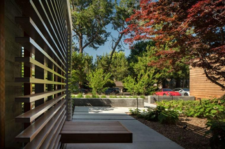casa estilo jardines-laterales-modernos-materiales