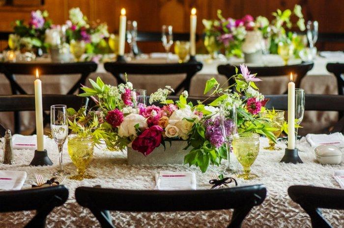 centro-peonias-brillantes-lilas-rosas-boda