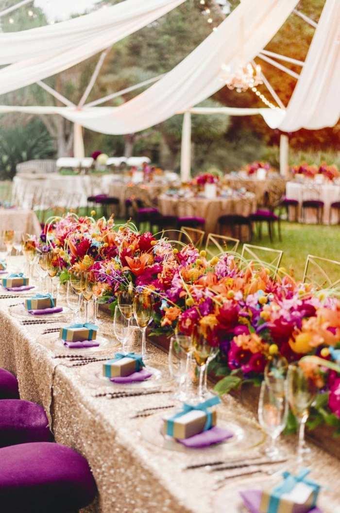 centros-boda-mesa-mantel-oro-flores-colorido