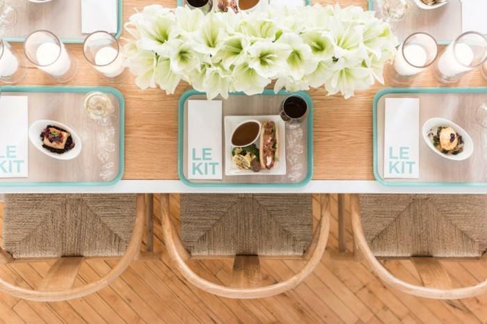 centros de mesa para boda-candelabros-flores-blancas
