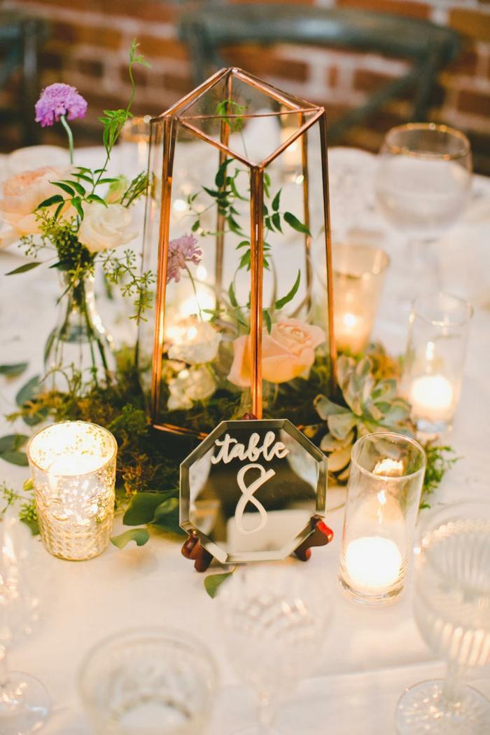 centros de mesa para boda-candelabros-velas-flores