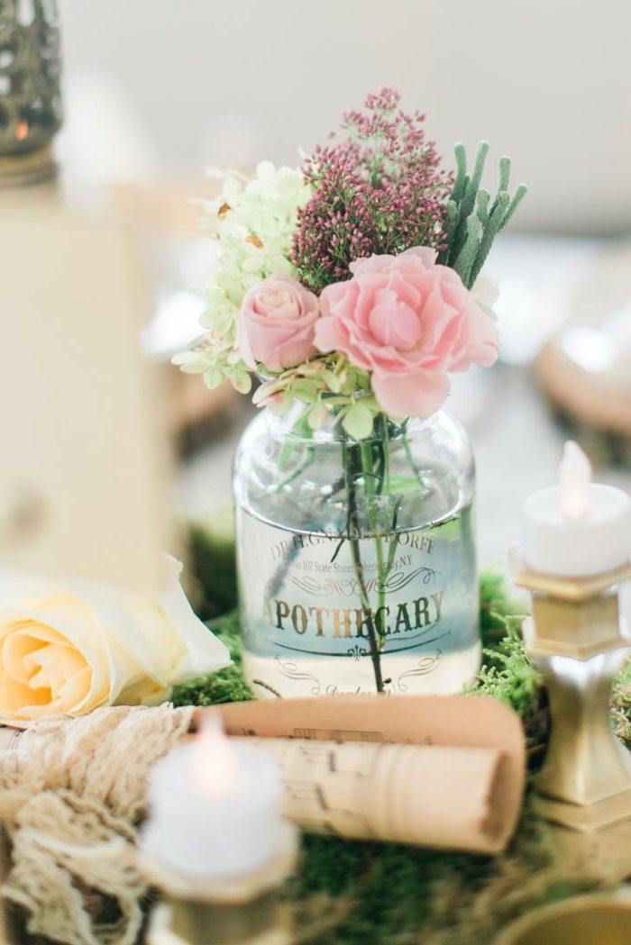 centros de mesa para boda-estilo-botellas-cristal
