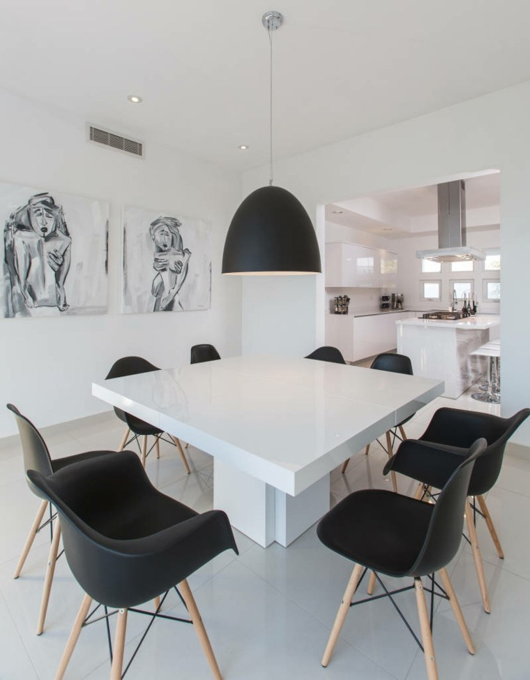 Mesas y sillas de comedor al estilo monocrom tico en for Comedor gris y blanco