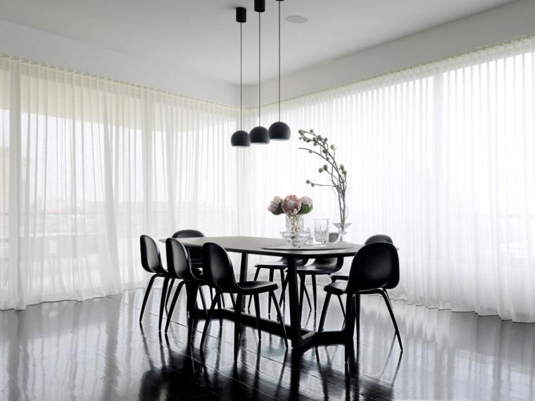 Mesas y sillas de comedor al estilo monocrom tico en for Suelo negro brillante