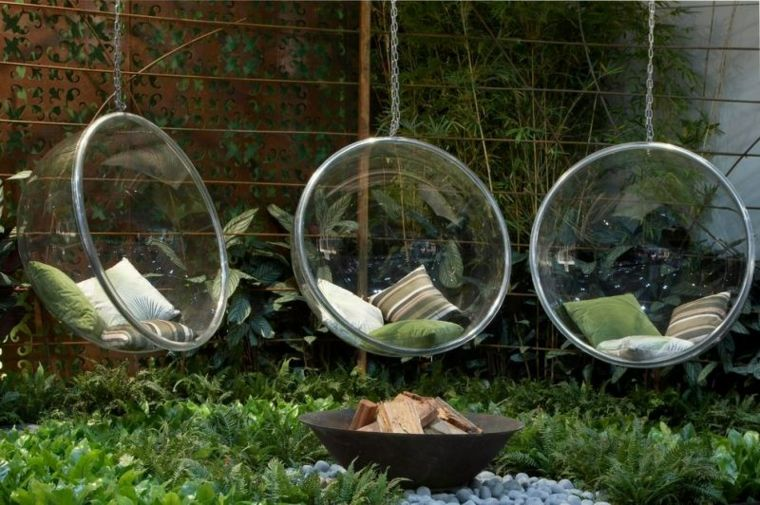 diseño de exteriores-jardines-pequenos-sillas-colgantes-ideAS
