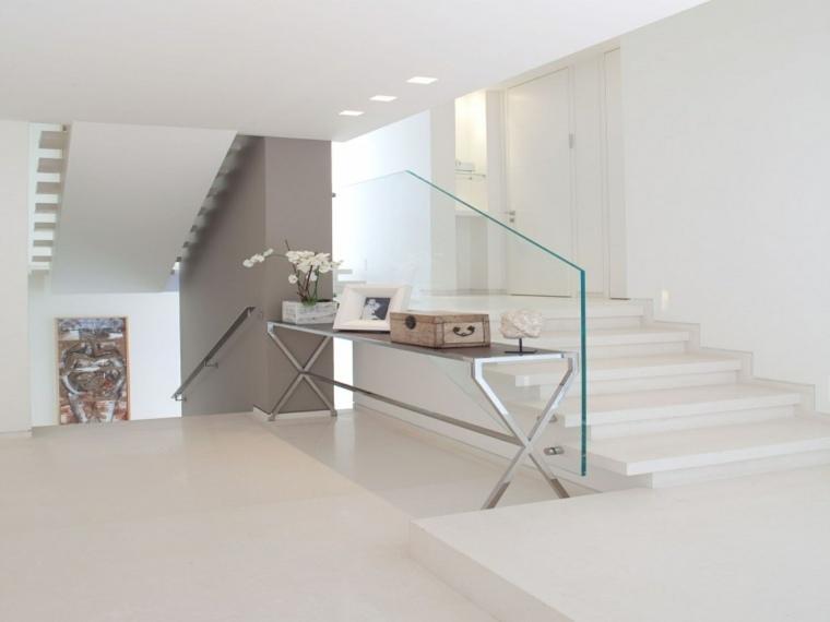 escalera-acristalada-interiores-flores-salones