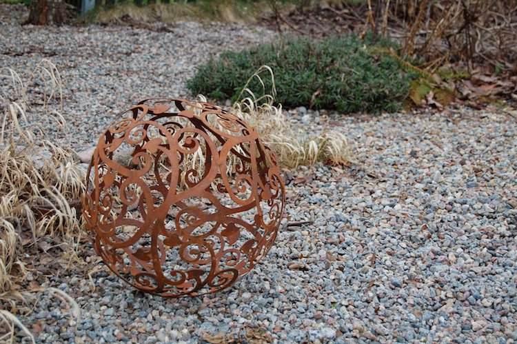 esfera-saltando-muestra-jardines-modernos
