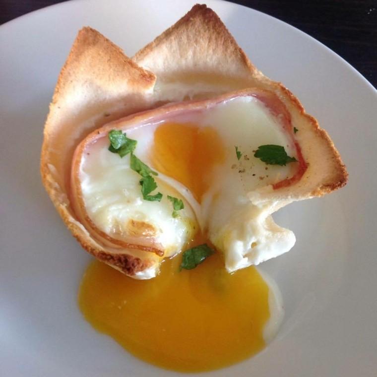 huevo-amarillo-salmon-queso-blanco