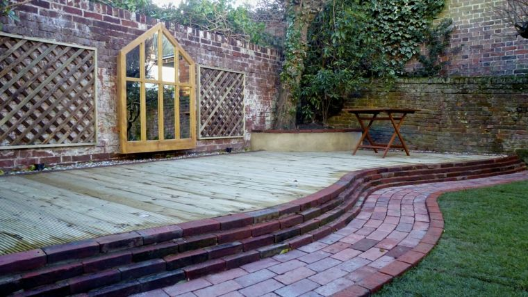 ideas para decorar jardín-espejos-marco-madera-grande