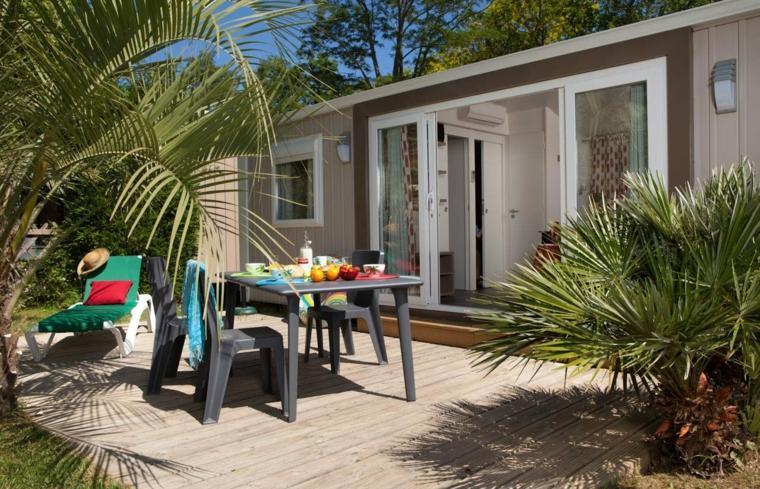jardines-pequenos-suelo-madera-comedor