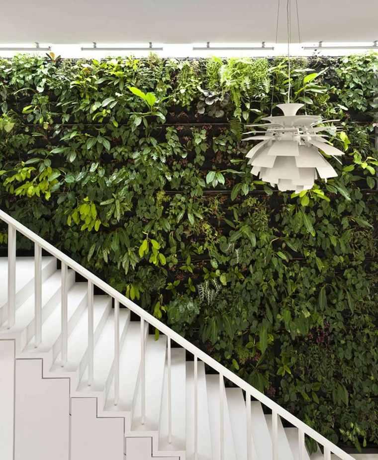 jardines verticales contrastantes-blanco-lamparas