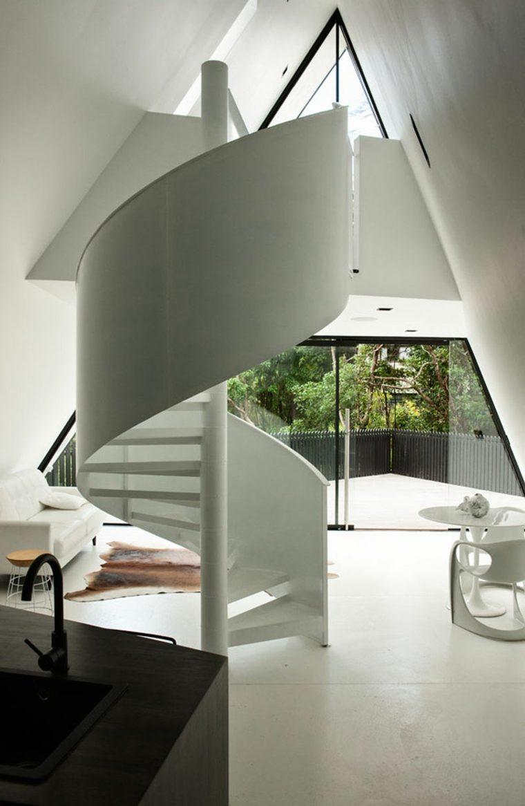la casa mágica-Nueva-Zelanda-diseno-cabinas-modernas-escalera-caracol