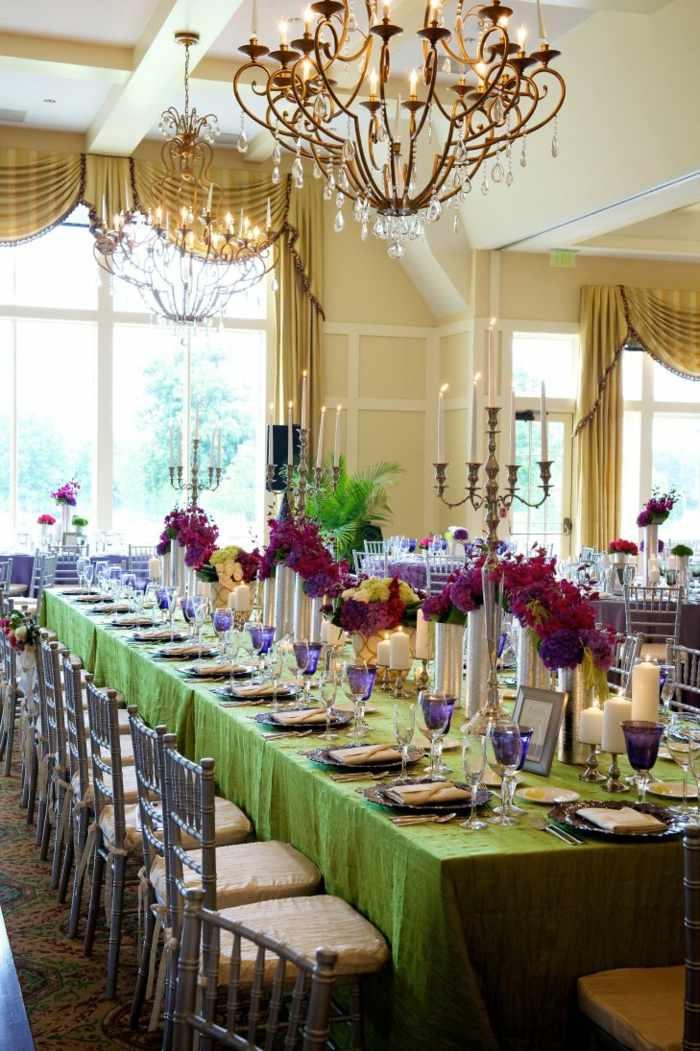 mantel-verde-mesa-boda-flores-purpura