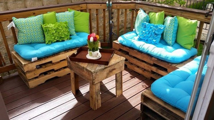 Muebles de jard n baratos 20 ideas de muebles hechos con for Sofas terraza baratos