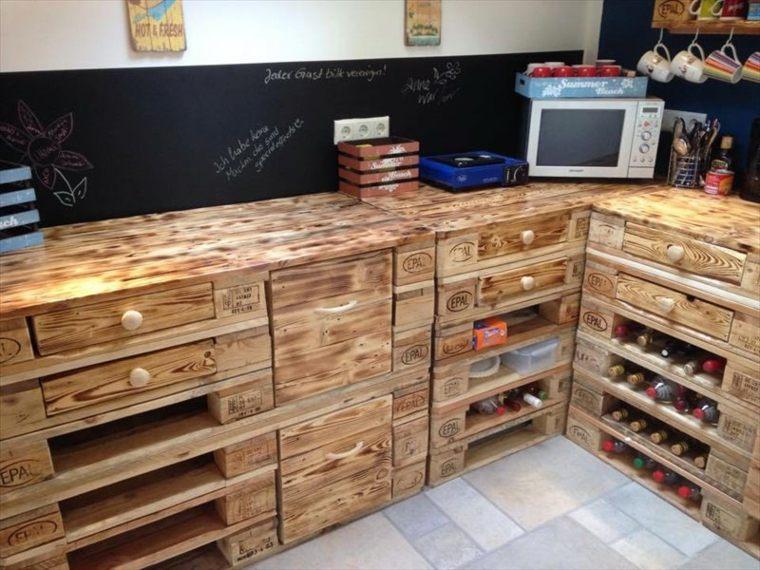 Muebles de palets ideas funcionales y creativas para las for Sillones para cocina