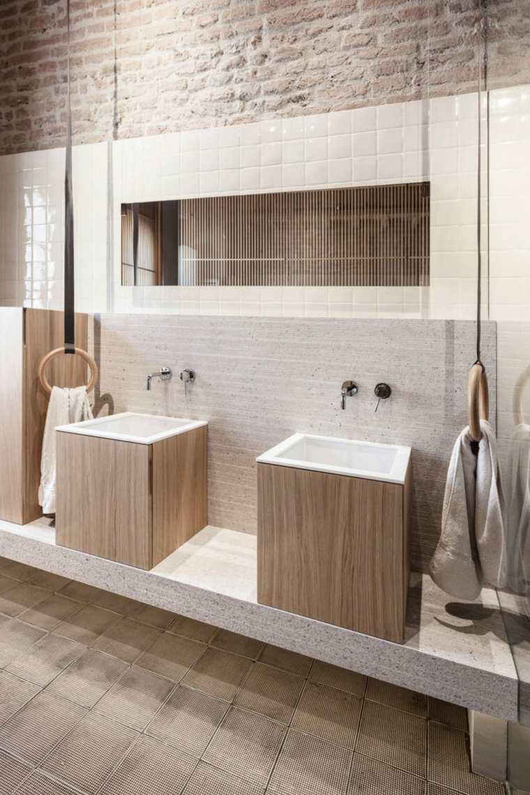 nuevo estilo-viejo-apartamento-bano-accesorios-modernos
