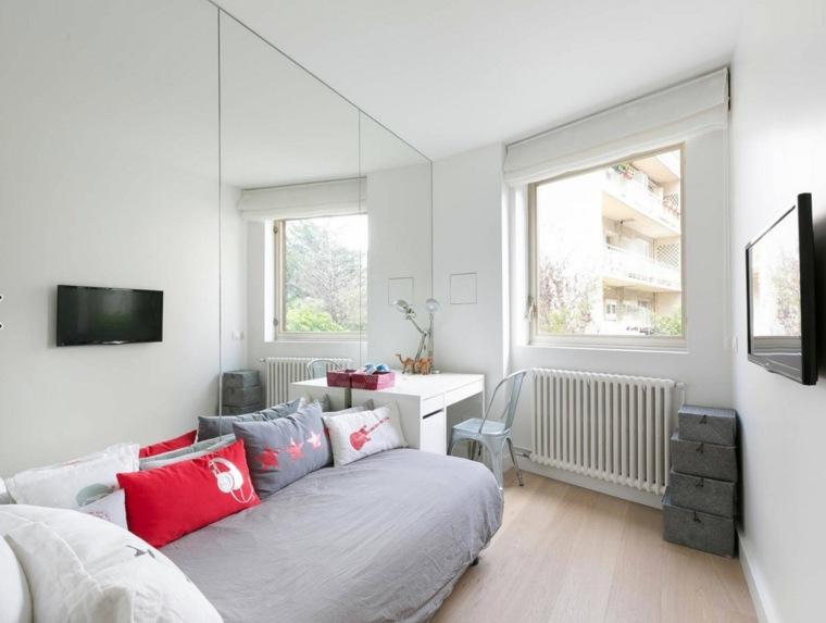 pared-espejo-habitacion-blanca-diseno-moderno